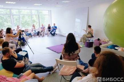 "Фото с занятия в школе ""Рождение"" в Новосибирске."