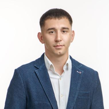 Олег Устюжин