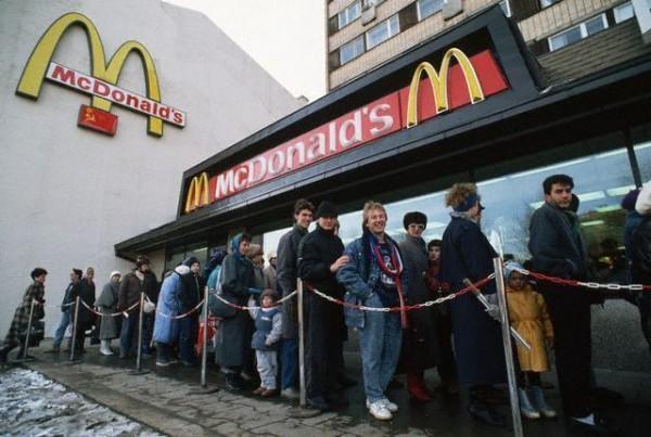 Очередь в советский Макдональдс